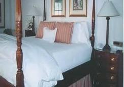 The Inn at Cocoa Beach - Cocoa Beach - Bedroom