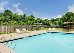 Microtel Inn & Suites by Wyndham Cherokee - Cherokee - Piscina