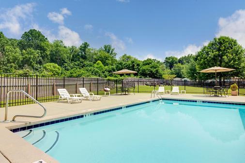 溫德姆切羅基麥克羅特套房酒店 - 切羅基 - Cherokee - 游泳池