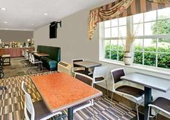 Microtel Inn & Suites by Wyndham Cherokee - Cherokee - Restaurant