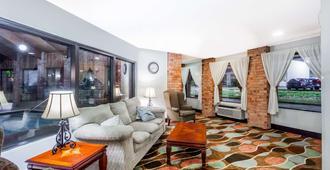 Baymont by Wyndham Jackson - Jackson - Living room