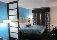 Best Western Plus Pleasanton Hotel - Pleasanton - Bedroom
