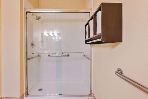 La Quinta Inn & Suites by Wyndham Boise Airport - Boise - Phòng tắm