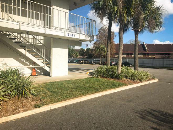 傑克遜維爾 - 橘園市 6 號汽車旅館 - 傑克遜維爾 - 杰克遜維爾(佛羅里達州) - 建築