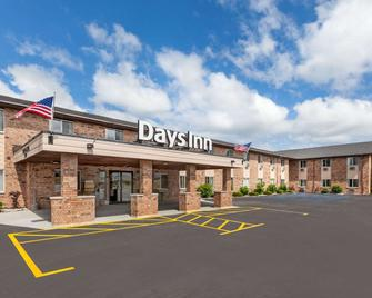 Days Inn by Wyndham Manistee - Manistee - Gebäude