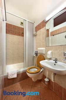 Hotel Golden City Garni - Prague - Bathroom