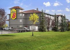Super 8 by Wyndham Whitecourt - Whitecourt - Edifício