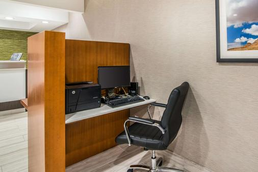 Quality Inn & Suites - Alamogordo - Business Center