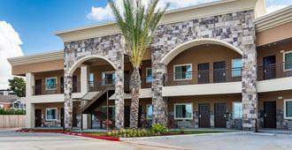 Econo Lodge Inn and Suites Houston NW-Cy-Fair - Houston - Building