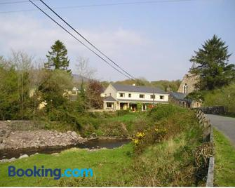 Hanora's Cottage Guesthouse And Restaurant - Ballymacarbry - Building