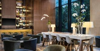 Four Points by Sheraton Surabaya - Σουραμπάγια - Bar