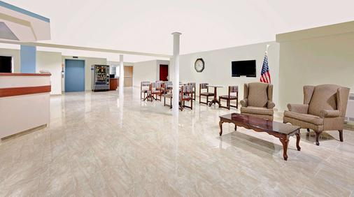 Microtel Inn & Suites by Wyndham Hagerstown - Hagerstown - Lobby