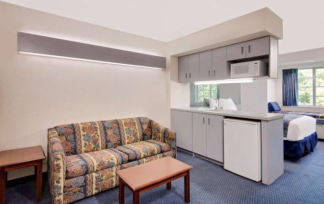 Microtel Inn & Suites by Wyndham Hagerstown - Hagerstown - Olohuone