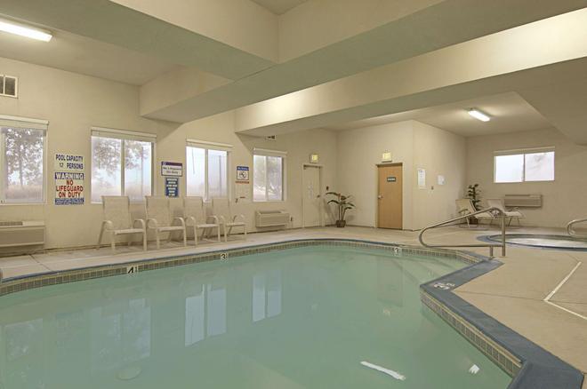 雷丁華美達高級酒店 - 雷丁 - 雷丁 - 游泳池