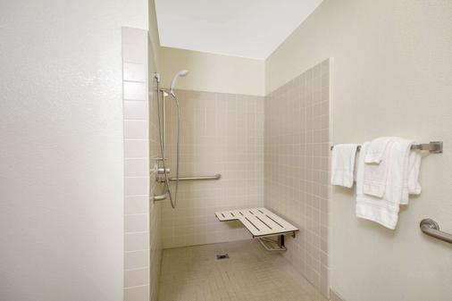 Ramada Limited Redding - Redding - Phòng tắm