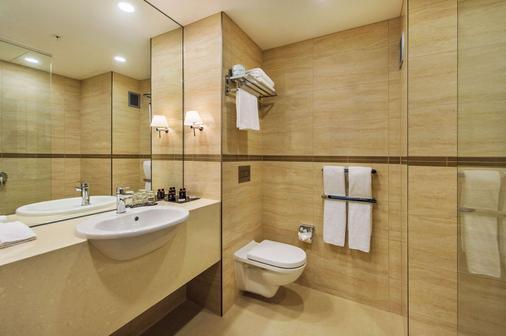 SkyCity Hotel - Auckland - Bathroom