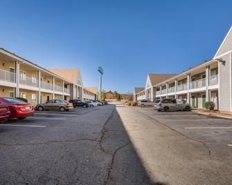 HomeTowne Studios Spartanburg - Asheville Highway - Spartanburg - Building
