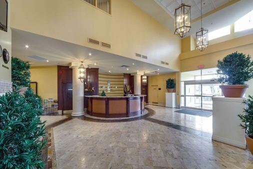 Monte Carlo Inn & Suites Downtown Markham - Markham - Front desk