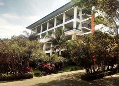 The Oxalis Regency Hotel Magelang - Magelang - Building