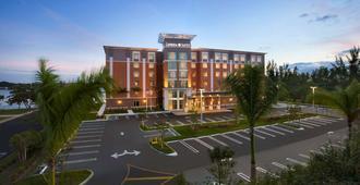 Cambria Hotel Miami Airport - Blue Lagoon - Miami