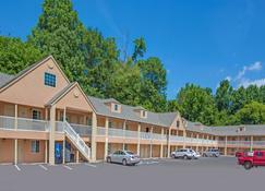 Days Inn by Wyndham Canton - Canton - Building