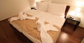 Garni Hotel Virgo - Bratislava - Bedroom
