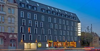 B&B Hotel Stuttgart-Bad Cannstatt - שטוטגרט - בניין