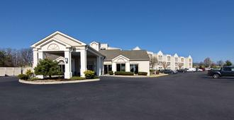 Best Western Plus Inn at Valley View - Roanoke