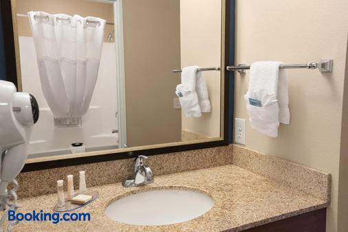 Baymont by Wyndham Odessa - Odessa - Bathroom