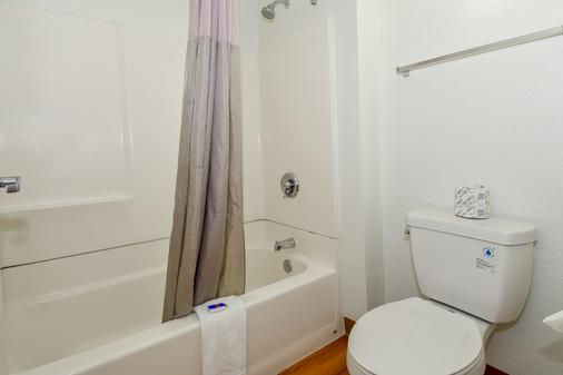 Motel 6 - 南 Riverside - 河濱 - 里弗賽德 - 浴室