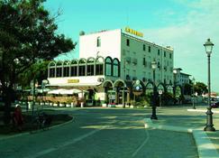 โรงแรมมิรามาเร - เชเซนนาติโก - อาคาร