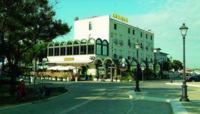Hotel Miramare - Cesenatico - Building