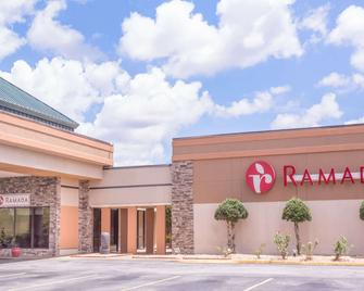 Ramada by Wyndham Macon - Macon - Building