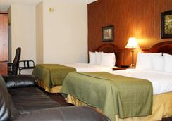 Travelodge by Wyndham Watertown - Watertown - Schlafzimmer