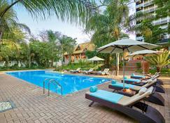 泰姬龐莫奇酒店 - 路沙卡 - 盧薩卡 - 游泳池