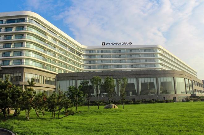 Wyndham Grand Qingdao - Qingdao - Building