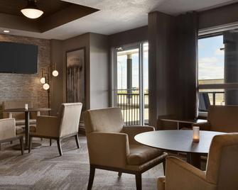 Microtel Inn & Suites by Wyndham Estevan - Естеван - Ресторан