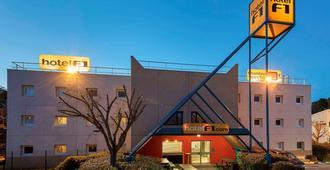 Hotelf1 Saint Etienne - Saint-Etienne-de-Valoux