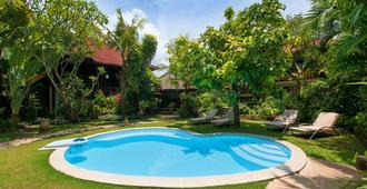 Pondok Agung Bed & Breakfast - Νότια Κούτα - Πισίνα