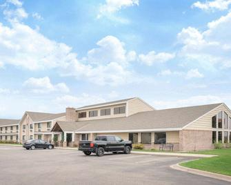 Baymont by Wyndham Lakeville - Lakeville - Edificio
