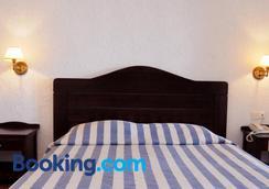 Hersonissos Village Hotel & Bungalows - Hersonissos - Bedroom