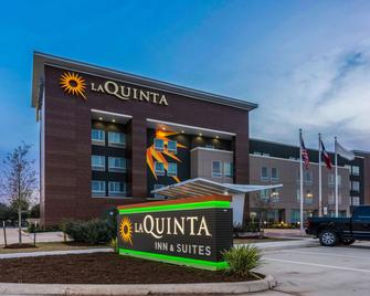 La Quinta Inn and Suites by Wyndham Houston Spring I-45 - Spring - Building