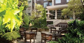 Adina Apartment Hotel Budapest - Budapest - Patio