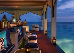 Four Seasons Resort Maldives at Landaa Giraavaru - Landaagiraavaru - Bar