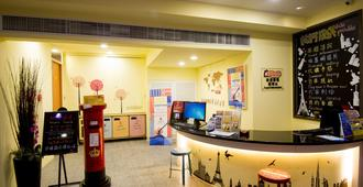 Ximen Holiday Fun Hotel - Taipei - Front desk