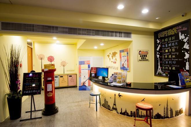 Ximen Holiday Fun Hotel - Taipei - Front desk