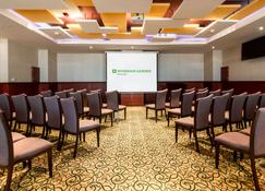 Wyndham Garden Dammam - Dammam - Meeting room