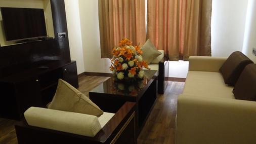 The Legend Hotel - Prayagraj - Wohnzimmer
