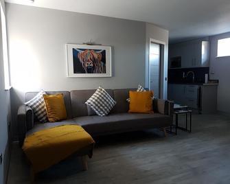 Oxton Luxury Apartments - Lauder - Living room