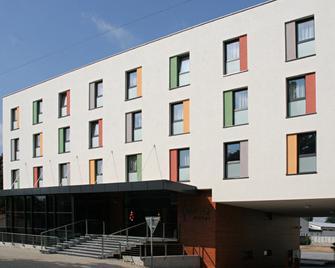 Impiq Hotel - Trnava - Gebouw